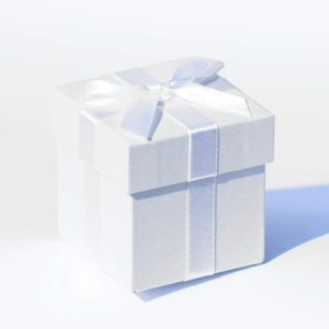 6 x White Pearlised Box With White Ribbon And Tissue Paper6 x White Pearlised Box With White Ribbon And Tissue Paper