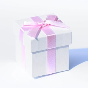 6 x White Pearlised Box With Pink Ribbon And Tissue Paper6 x White Pearlised Box With Pink Ribbon And Tissue Paper