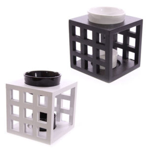 Wooden Lattice and Ceramic Black and White Oil Burner